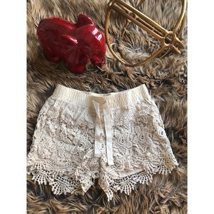 Vanilla Star | Cream Crochet Shorts